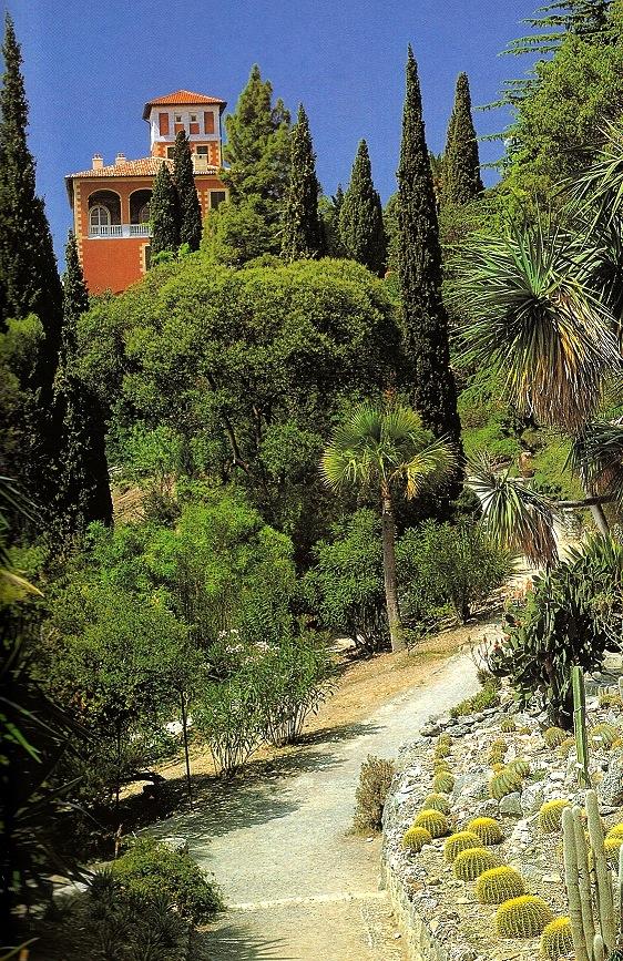Veduta di Palazzo Orengo dal viale (ph.∏Simone Sciutto)