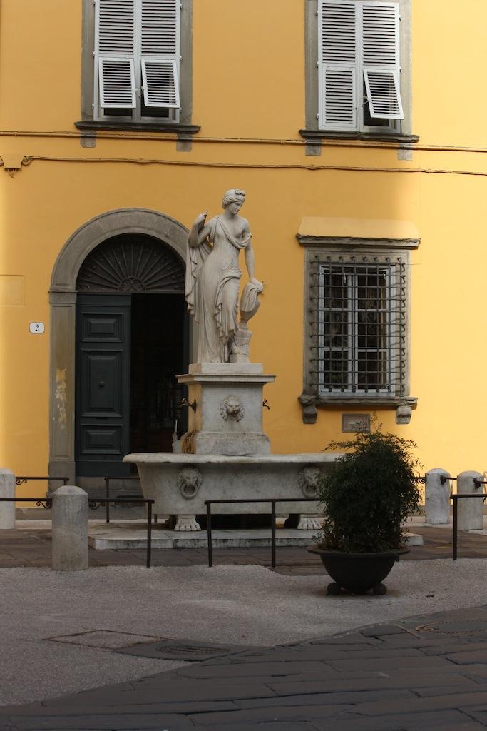 Lucca,Naiade, disegnata dal Nottolini (1787-1851) ,La Pupporona